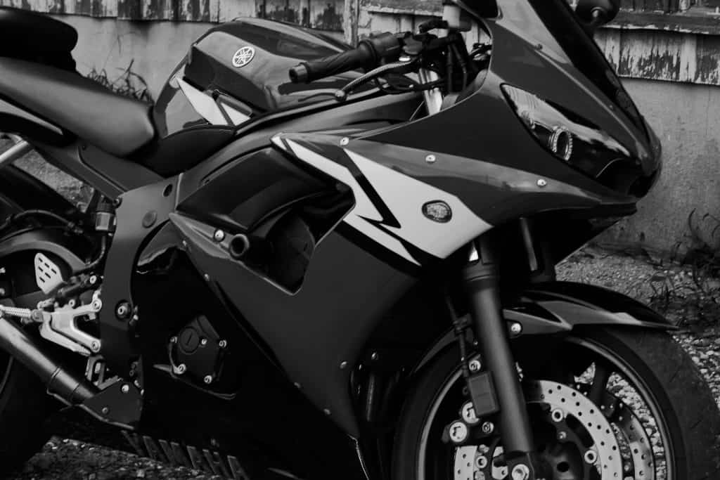 Yamaha YZF-R6 2004 Black and White